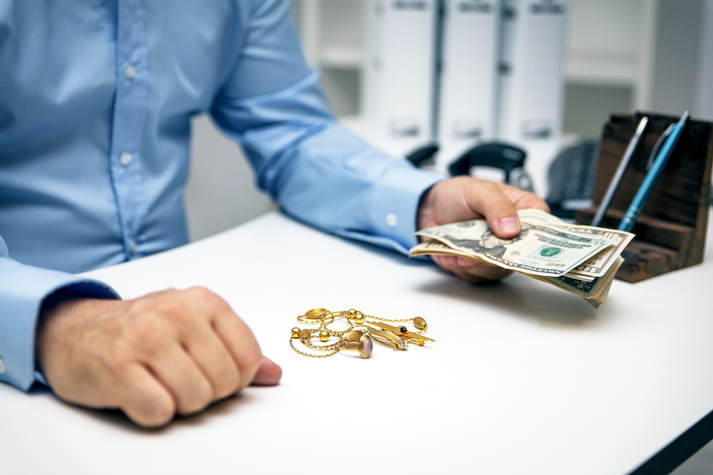 selling jewelry to pawn shop